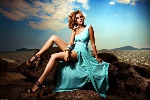 Hot%20woman%20with%20beautiful%20legs.jpg